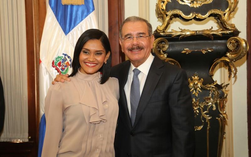 Presidente Medina felicita a periodistas a propósito de celebrarse este martes su día