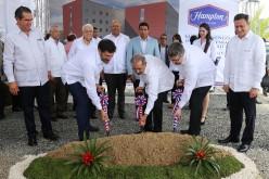 Presidente Medina da primer picazo para construcción hotel Hampton by Hilton en Boca Chica