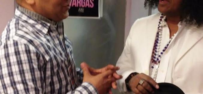 Vidal Cedeño consultando a Sergio Vargas…
