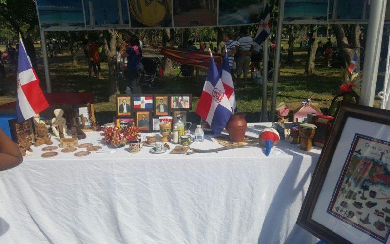 Exposicion de artesanía dominicana en inmediaciones del estadio de los Mets en NY