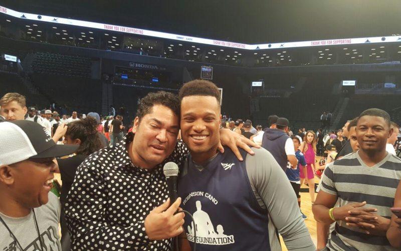 El Pachá con Robinson Canó y Nelson Cruz en el Barclays Center de Brooklyn la noche de este jueves