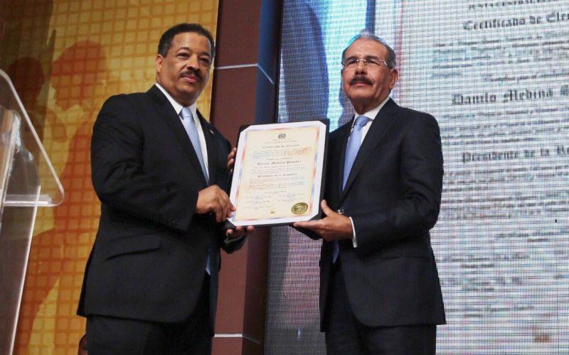 Las palabras de Danilo al recibir su certificado como Presidente Reelecto; procurara aprobacion leyes de Partido y Electoral