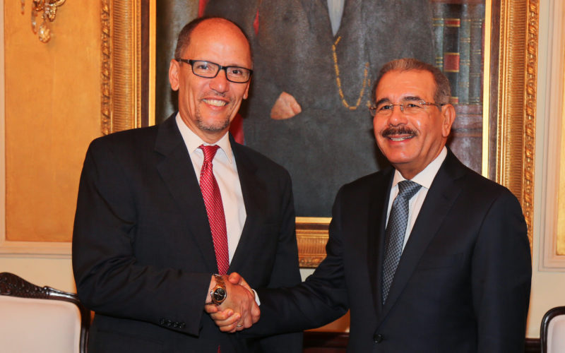 (Video) Tom Pérez, secretario de Trabajo de EEUU, visitando al presidente Danilo Medina en Palacio