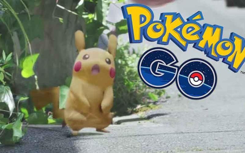 Soltaron en banda al bebé y se fueron a jugar Pokemon Go…