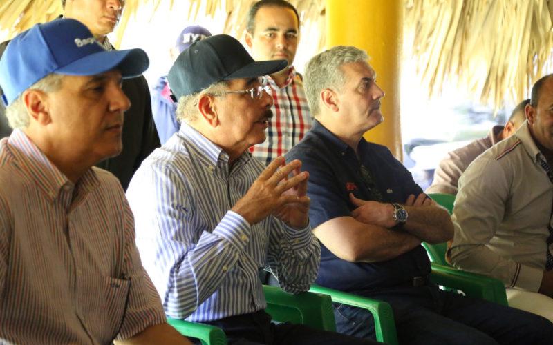 (Video) Danilo Medina,preocupado por las montañas… y el agua…