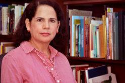 Escritora Ángela Hernández reconocida por el ministerio de Educación en Feria del Libro SD 2016