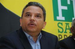 Fidel Santana dice Danilo lo controla todo: «Cuando manda algo para que lo aprueben, los diputados no pueden ni salir al baño a orinar»