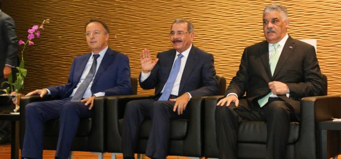 Presidente Medina asiste a acto inaugural de la Semana de Francia en RD