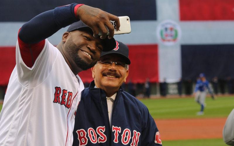 El presidente Medina en la despedida de David Ortiz en el Fenway Park de Boston