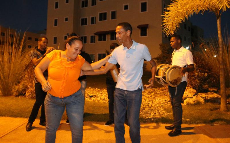 Residentes de Ciudad Juan Bosch celebraron su primer aguinaldo navideño
