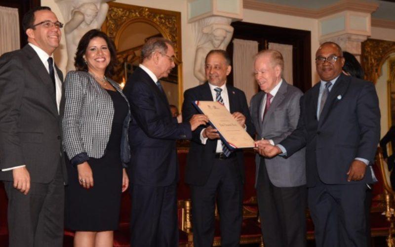 Jorge Jiménez y su nobleza ante el Premio Nacional de Periodismo, Huchi Lora