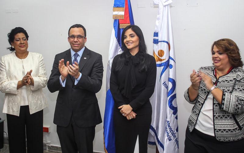Berlinesa Franco, la viuda de Juan de los Santos, toma posesión como directora de Inaipi
