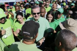 Luis Abinader se integró a la marcha, felicitó a sus organizadores y la calificó de «despertar social»…