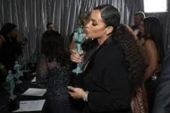 Dascha Polanco, felicitada por cónsul dominicano en NY a proposito de ganar un SAG Awards por «Orange is The New Black»