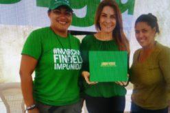 Carolina Mejía, la hija de Hipólito, firmó el Libro Verde contra la Impunidad y la Corrupción