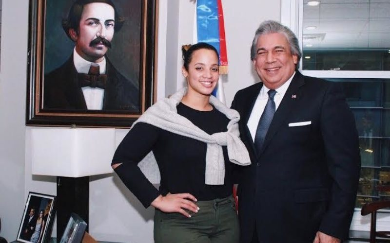 Dascha Polanco, actriz criolla de la serie «Orange es the new black», es reconocida por Consulado Dominicano en NY