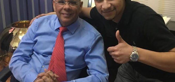 Carlitos Cedeño visita al empresario Juan Ramón Gómez Díaz en su despacho del Grupo Telemicro