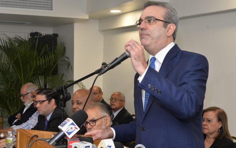Luis Abinader ve a Danilo «evasivo y reticente» con impunidad y corrupción