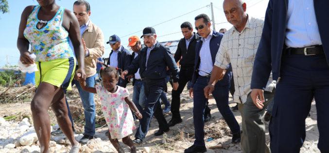 (Video) Danilo en el Surrrr asistiendo a comunidades afectadas por las lluvias de estos días