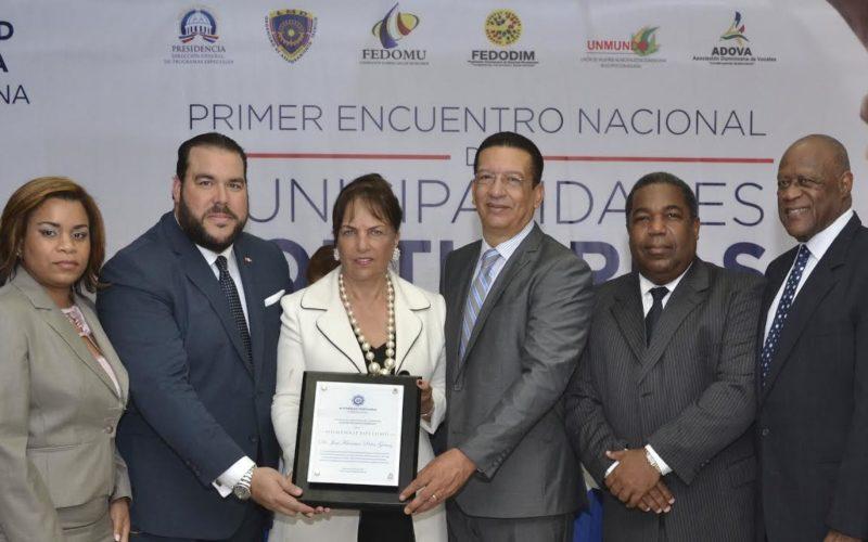 Reconocen aportes de Peña Gómez en Primer Encuentro de Municipalidades Portuarias