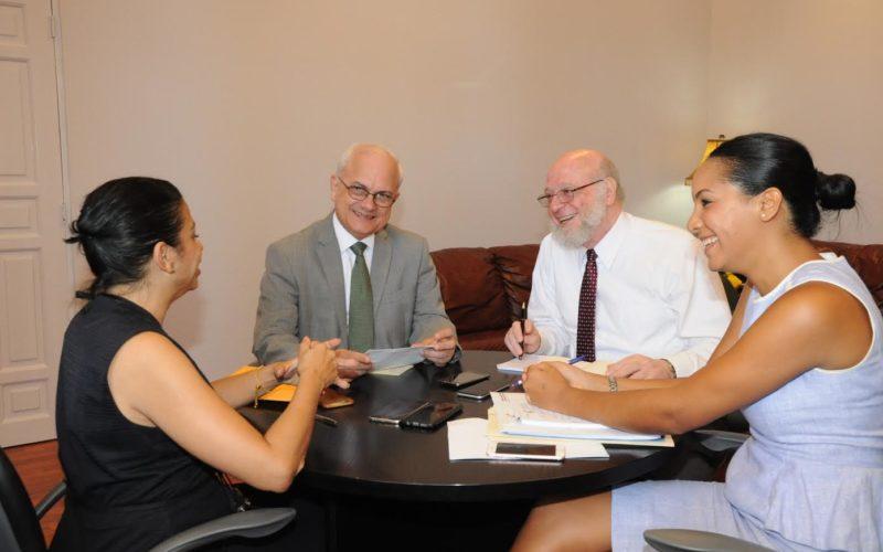 Pedro Vergés no ha renunciado como ministro de Cultura; supervisa con su equipo planes de la institución