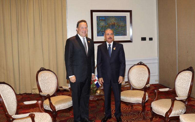 En Costa Rica, el presidente Medina sostiene reuniones con sus homólogos de Panamá y Guatemala