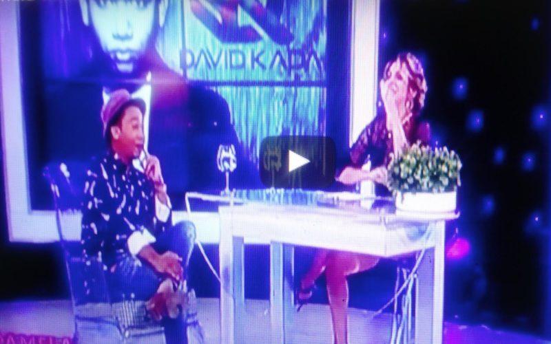 (Video) Pamela Sued interrumpió entrevista y «le entró» a un pica-pollo en pleno programa; dice ser «catadora» de esa comida rápida