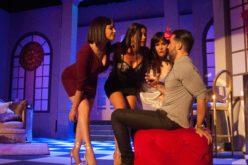 Hony, Evelyna y Laura «se comen» a Joséguillermo en «Tres»… Todo un éxito; sigue en escena el próximo viernes