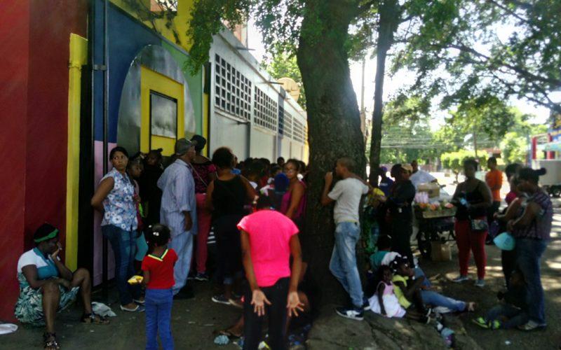 El Pachá resolviéndole a los pobres desde Pégate y Gana… Realiza una innegable labor social…