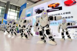Robots bailando; en total desacate…