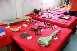 Minera muestra al ministro de Cultura hallazgo arqueológico…