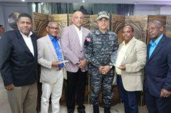 Policía Nacional agasaja a periodistas que cubren su fuente por temporada navideña y reconoce a dos de ellos