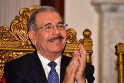 Presidente Medina celebra desde Davos, Suiza, exaltación de Vladimir Guerrero al Salón de la Fama
