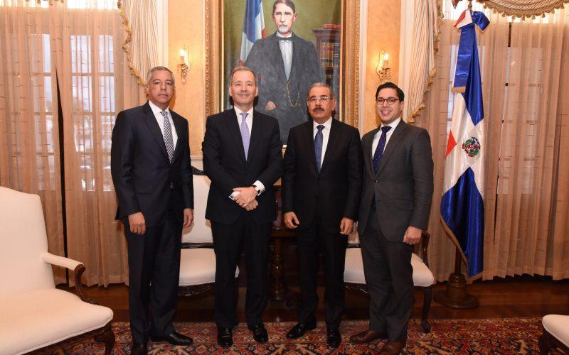 Presidente Medina recibe al nuevo representante del BID en RD