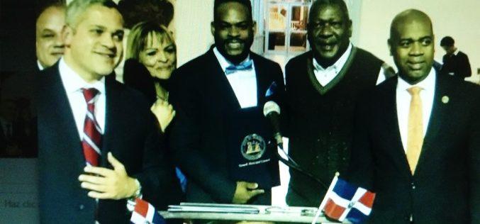 Salsero dominicano Yiyo Sarante reconocido por alcaldía de Newark y por sus coterráneos en esa ciudad