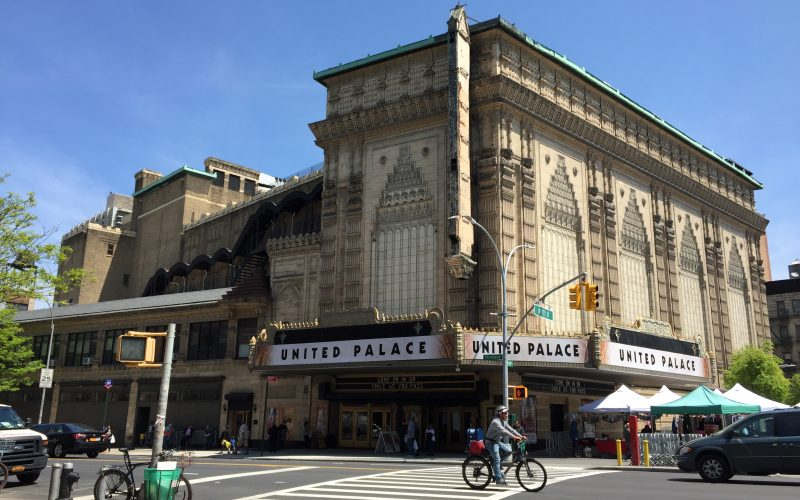Avenidas Broadway y St. Nicholas de Manhattan en NY con un Día Sin Autos; solo peatones en tramo de 2 millas