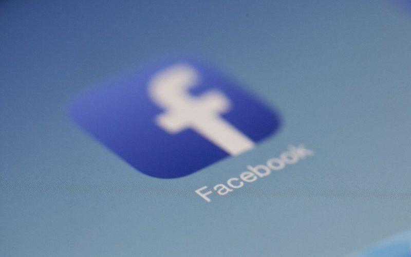 Colapsa la compañía británica Cambridge Analytica por el escándalo de Facebook