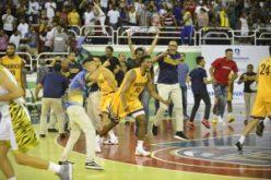 «¡Enhorabuena!», Leonel Fernández felicitó al equipo de Villa Juana, su barrio, el Mauricio Báez, por coronarse campeón del torneo de Baloncesto Superior del DN