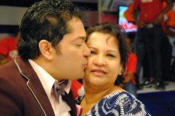 Doña Luchy, la mamá de El Pachá, le ruega a su hijo: «Tú tienes que descansar, por favor; la salud 'ta primero que todo»