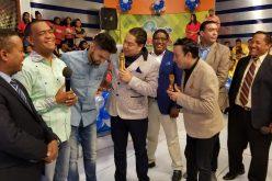 (Video) El Pachá casi llora de la emoción con su hijo pastor, Igor, predicando en su programa