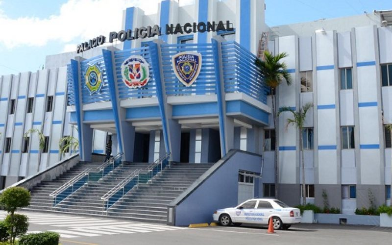 Policía le «echó el guante» a un dominicano y un haitiano que para robar se hacían pasar por vendedores