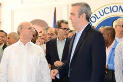 Luis Abinader tendrá que especializarse en «partidera de pescuezo» para ganarle la candidatura presidencial del PRM a Hipólito