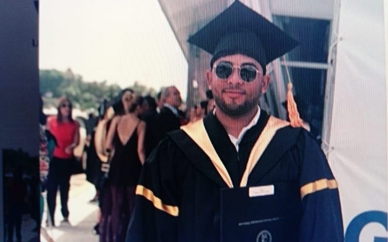 El Bachatú Anthony Santos orgulloso, emocionado, feliz, por graduación de su hijo como Licenciado en Administración de Empresas en PUCMM