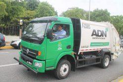 El alcalde del DN, David Collado, salió a recoger basura conduciendo él mismo su camión recolector