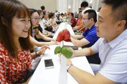 China tiene su «Día del Soltero»… ¿Por qué muchos chinos no se casan…?