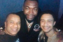 El hijo y el pai, Carlitos y Vidal Cedeño, felices, en un encuentro con el Big Papi