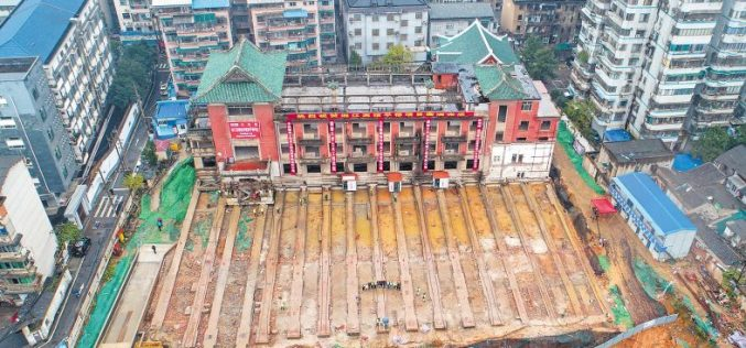 En China trasladan a decenas de metros, intacto, histórico hotel de más de 5 mil toneladas