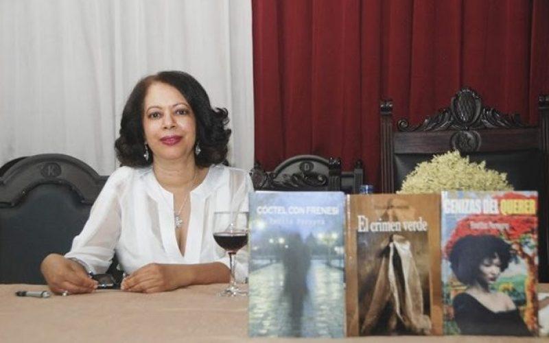 Leonel Fernández felicita a su amiga y ex alumna Emilia Pereyra por haber sido elegida Premio Nacional de Periodismo 2019