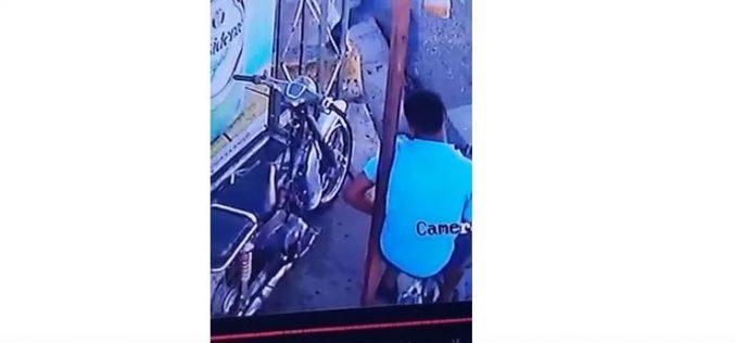 (Video) Se robó el motor del delívery del colmado… Pero le dejó su bicicleta… Dirá que fue un trueque…