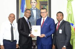 Presidente Tribunal Superior Electoral recibe a directivos de Asolciación de Alguaciles